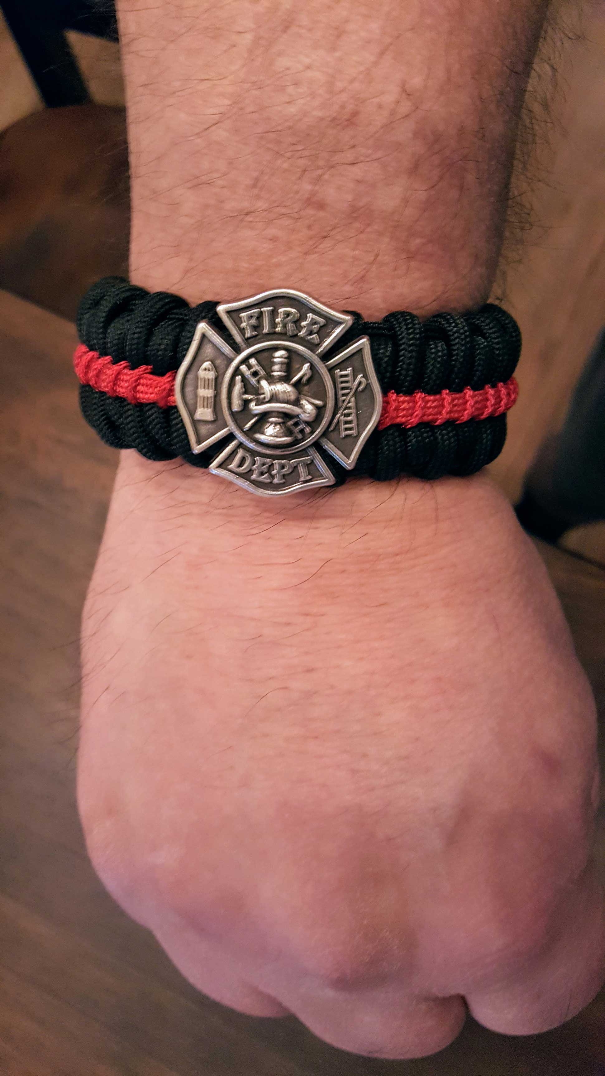 Thin Red Line Medallion Edition Paracord Survival Bracelet Click To Enlarge